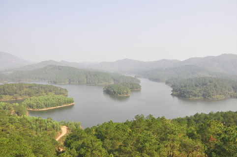 Hồ Khuôn Thần nhìn từ trên cao