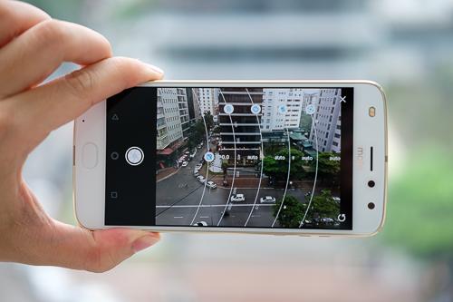 Giao diện chế độ camera chuyên nghiệp đơn giản, dễ tuỳ chỉnh.