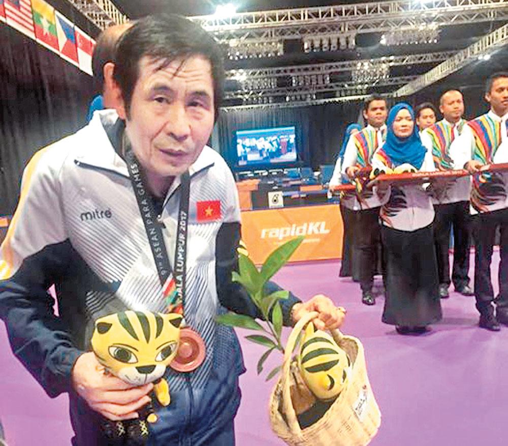 Ông Phú gù, những tấm huy chương, đấu trường, quốc tế