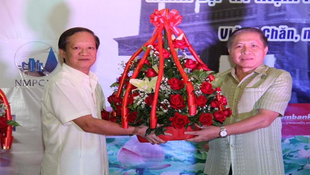 Ấm tình thầy trò, Lào - Việt, nơi đất hoa Chăm-pa