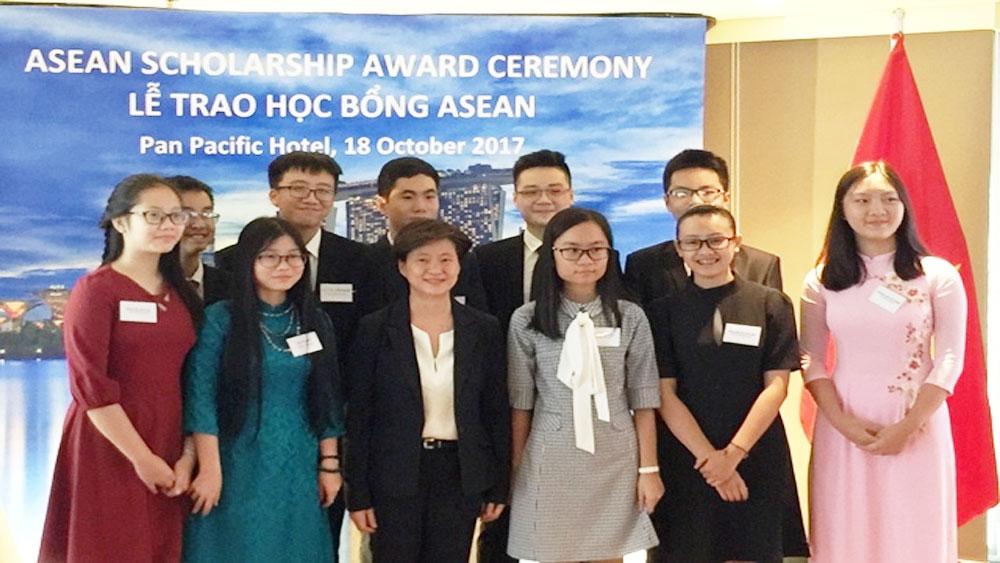 12 học sinh, Việt Nam, nhận học bổng ASEAN 2018