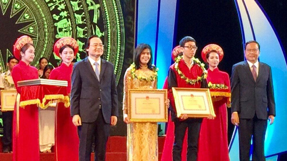 Bộ GD&ĐT tuyên dương, gương người tốt, việc tốt, năm học 2016-2017, Bắc Giang, 10 giáo viên, học sinh, tuyên dương