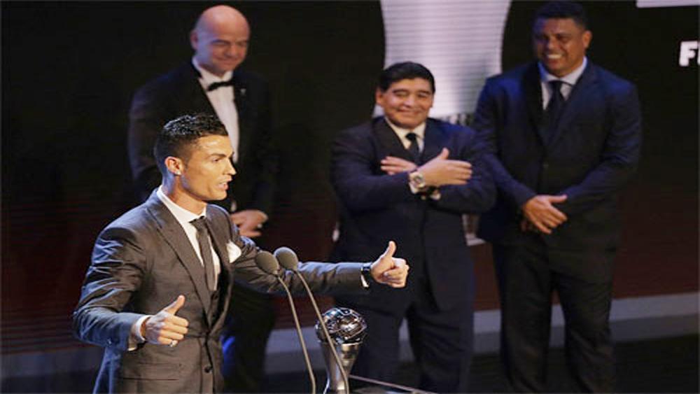 Ronaldo, giành giải, Cầu thủ, hay nhất, FIFA, lần thứ hai, liên tiếp