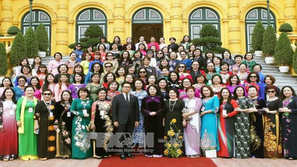 Phó Chủ tịch nước, gặp mặt, doanh nhân, tiêu biểu, Cúp Bông hồng vàng