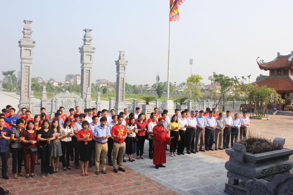 Gần 500 đại biểu, Liên hoan thanh niên tiên tiến, các tỉnh TP phía Bắc